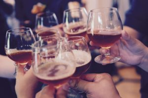 https://pixabay.com/fr/lunettes-toast-cheers-alcool-919071/